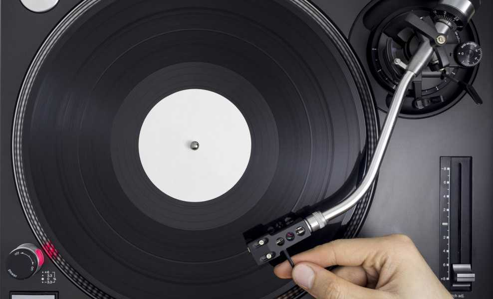 how a record player works fat city turntables. Black Bedroom Furniture Sets. Home Design Ideas